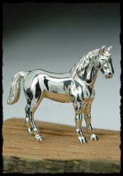 Kicsi ezüst ló szobor