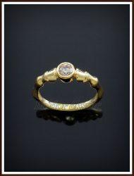 Arany köves lóláb gyűrű