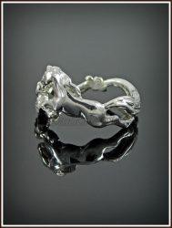 Ezüst köves lovas gyűrű