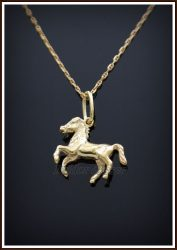 Kétoldalas kis ló medál aranyból