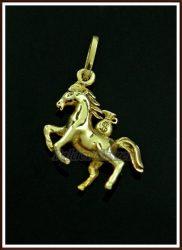 Arany bőséghozó lovacska medál