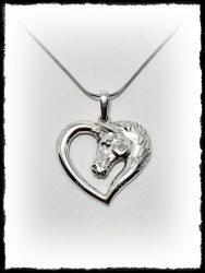 Ezüst nagy lófejes szív medál
