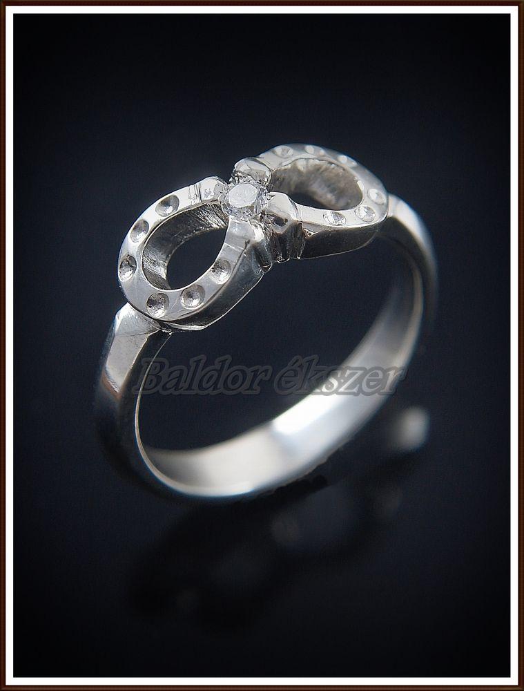 Ezüst köves patkó gyűrű