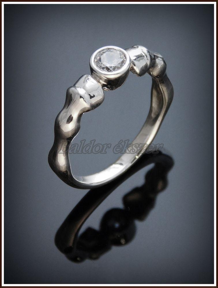 Ezüst köves lóláb gyűrű