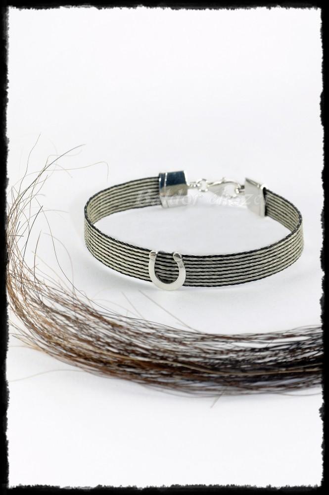Saját lófarokból, ezüst patkós karkötő (9mm)