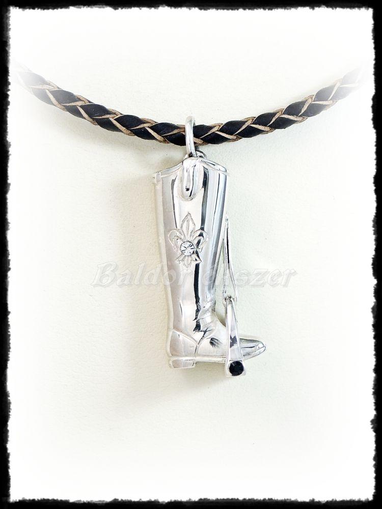 Ezüst lovaglócsizma kengyelben 3D